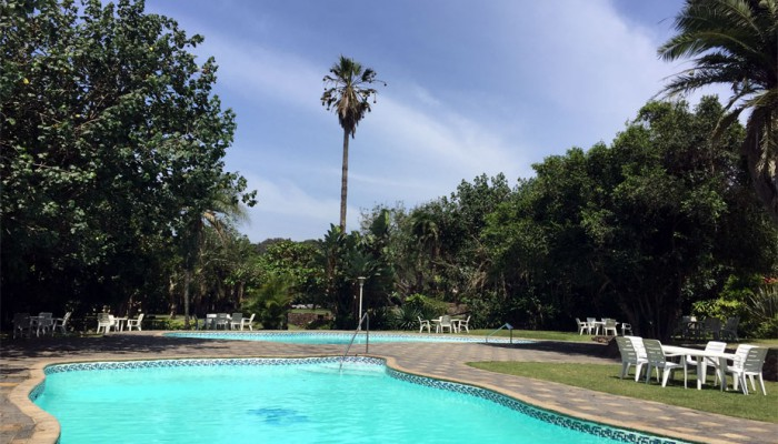 Bazley-family-holiday-pool